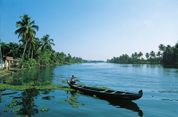 Locale barca uomo canottaggio in Kerala